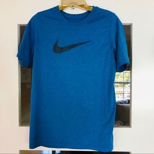 Nike like new boys XL drifit t shirt
